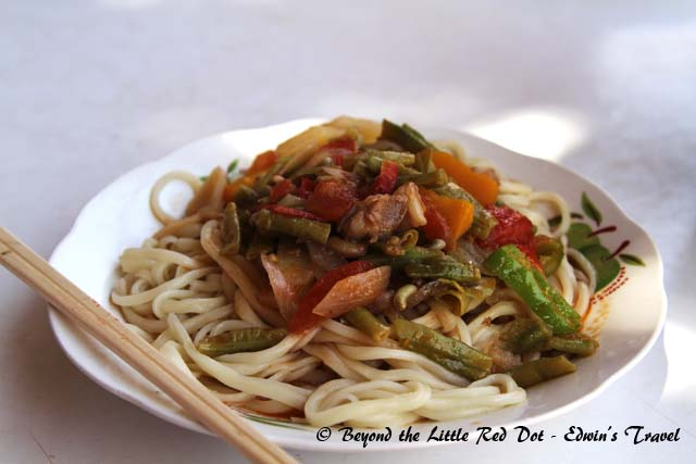 Uygur food seems to consist of spaghetti with meat and vegetables. Even the sauce is tomato based.