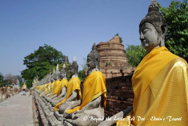 Close up of the Buddha statues.