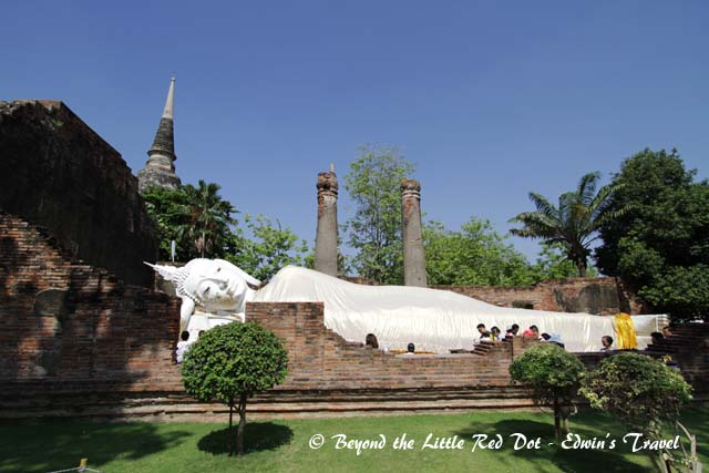 A reclining Buddha at the back of the temple.