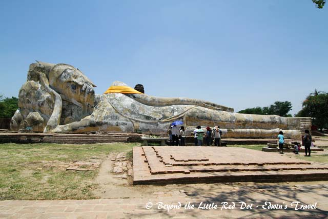 A huge reclining Buddha in the open at Wat Lokkayasutharam.