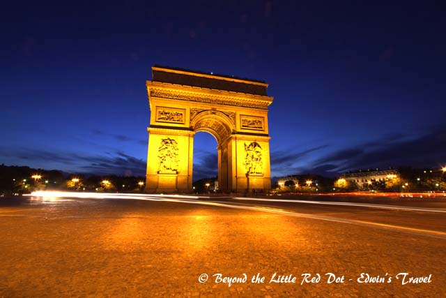 Arc de Triomphe at dusk.