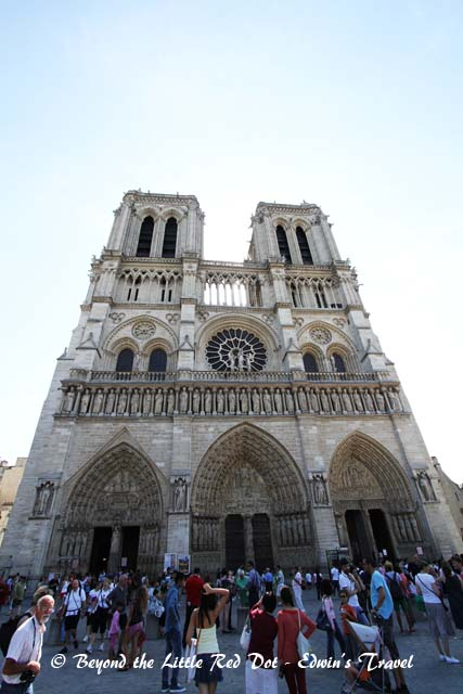 The queue to enter the Notre Dame is already a long line outside.