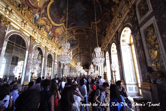 The famous Hall of Mirrors. It's so crowded that it should be called Hall of People instead.