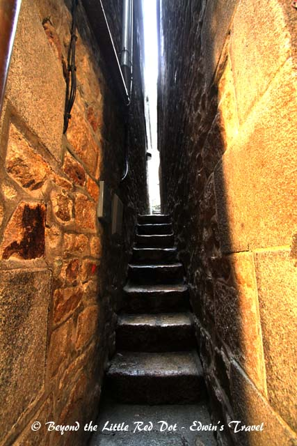 There is only one long and narrow street that winds its way up to the abbey. This is a really narrow side stairs that only a skinny person can squeeze through.