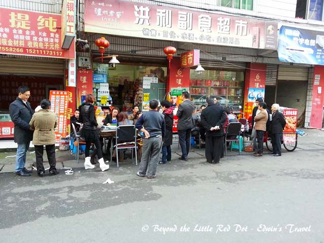 The people of Chengdu really love mahjong. The shop keepers can play mahjong in the middle of the street and don't bother about their business.