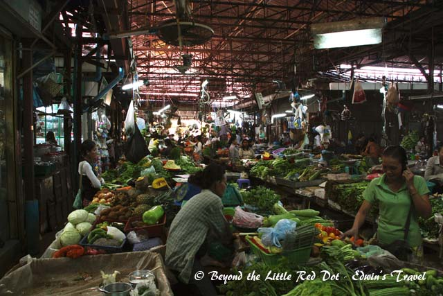 The fresh fruits and vegetables section. It looks very similar to the wet markets in Singapore.