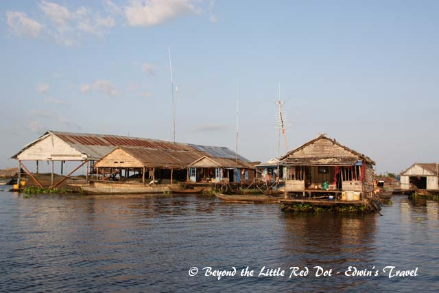 A closer look at some of the larger floating houses. Actually they are built on stilts and when the lake water level falls, you can see the stilts around 8-9m high.