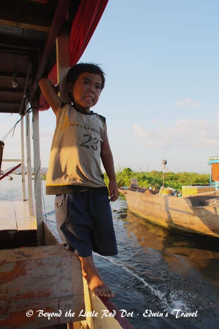 Captain Junior shows us how to balance as the boat pulled up beside the floating restaurant where we will have our dinner.