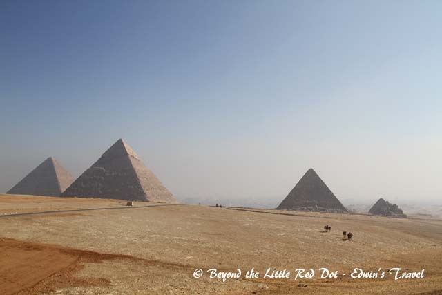 We drove round to another side of the Pyramids and got a better view.
