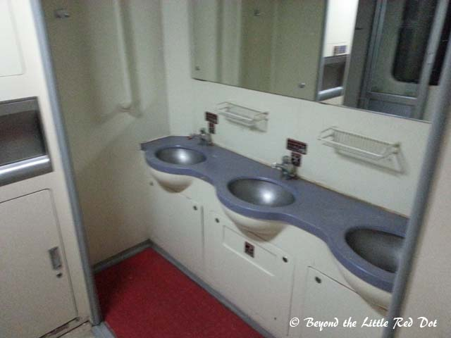 There is a wash basin only at 1 end of the carriage.