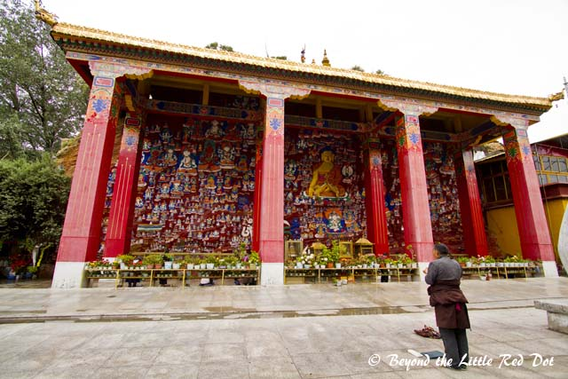 Yangwang mountain cliffside images. There are hundreds of Buddha paintings on the cliff walls.