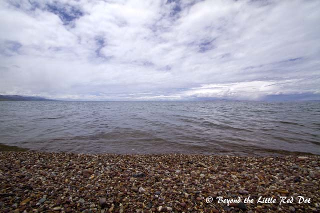This is the second largest saltwater lake in China after Qinghai Lake, and is a sacred lake to the Tibetans.
