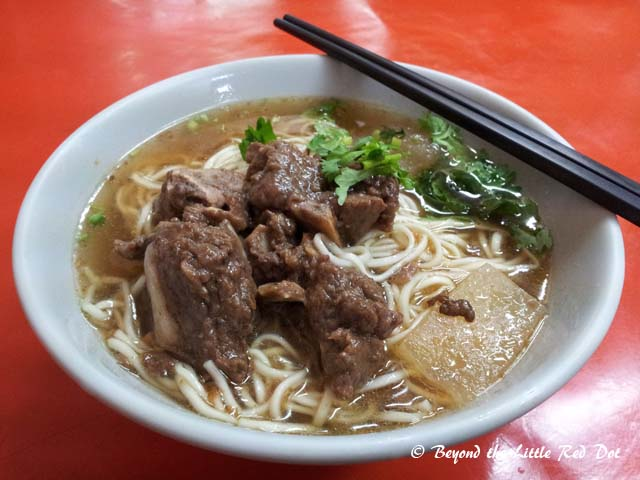 Filling my stomach first with a steaming hot bowl of Taiwan beef noodles. I hadn't had anything to eat since I got off the plane and took the HSR to Kaoshiung.