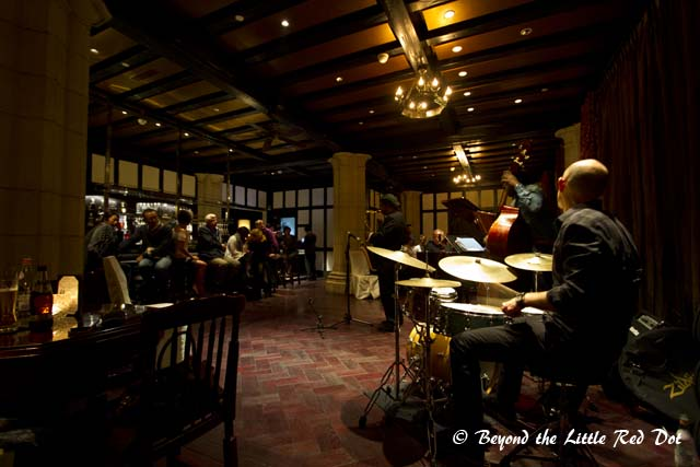 The modern jazz bar with younger jazz musicians.