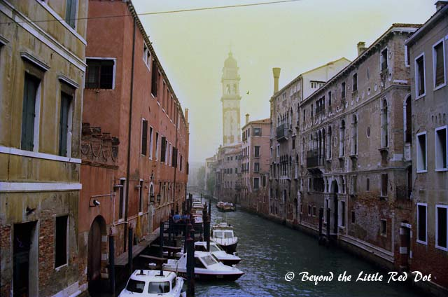 Another classical Venice canal view.