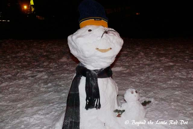 Papa and baby snowmen.