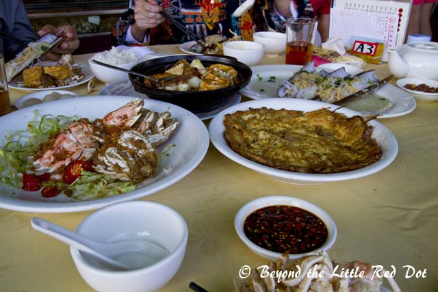 Our seafood lunch. It cost us around SGD200 for 4 persons, with 2 huge mantis shrimps, white clams, crab omelet, bamboo clams, etc.