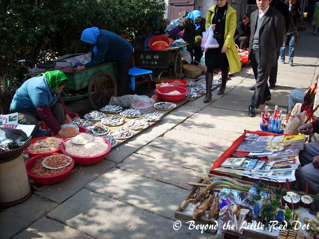 There are some street markets where local farmers sell their vegetables and food stuffs.