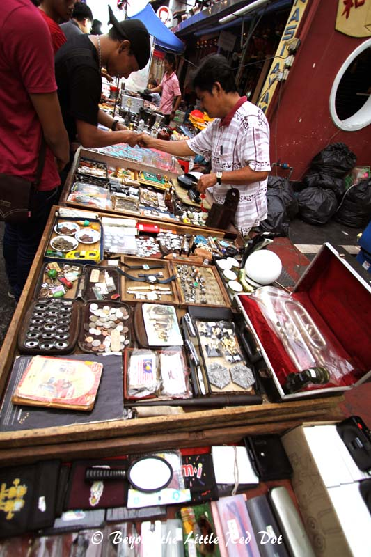 There are many street stalls selling all kinds of knick knacks.