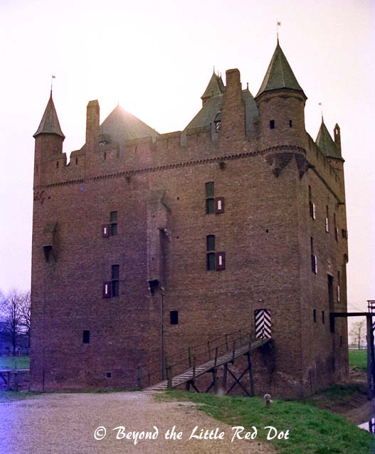 I visited Doornenburg Castle another day.
