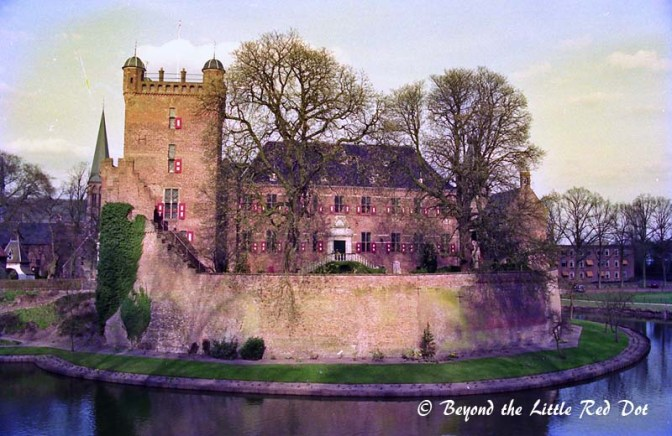 Huis Bergh Castle is one of the largest castles in Netherlands. I didn't go inside but just looked at it from afar.