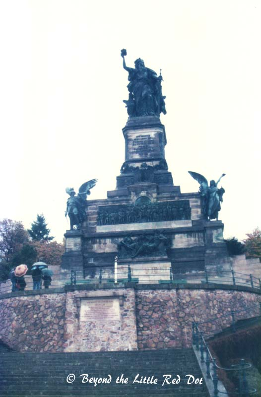 A statue of some unknown person in Eisenach. I have tried to Google this statue but cannot find any reference to it.