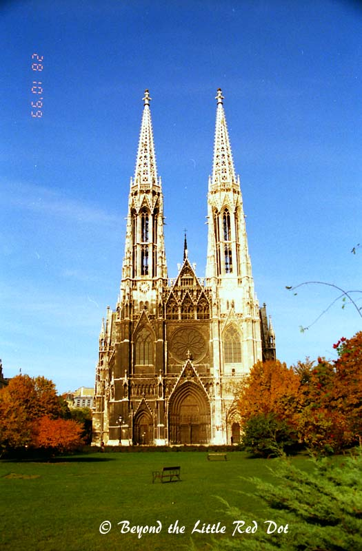 One of the many churches that can be found in Vienna. This church was located near my hotel.