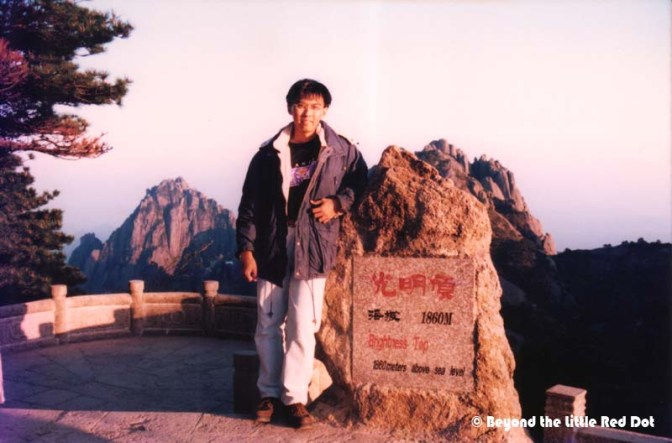Trying to get the view of the Sea of Clouds from a famous place mentioned in Wuxia kungfu novels.