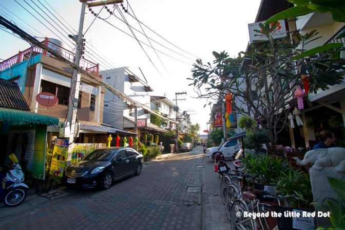 The small soi outside Arte House. I like it with it's many amenities like laundry, restaurants and spas.