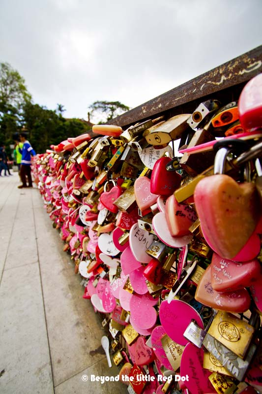 A new love lock platform for couples to express their undying love for each other.