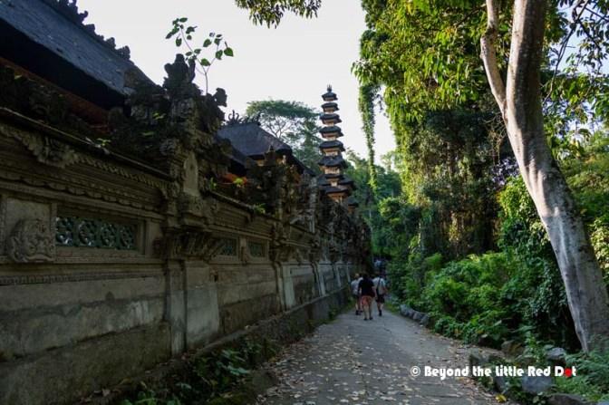 The path runs along the side of Pura Gunung Lebah temple.
