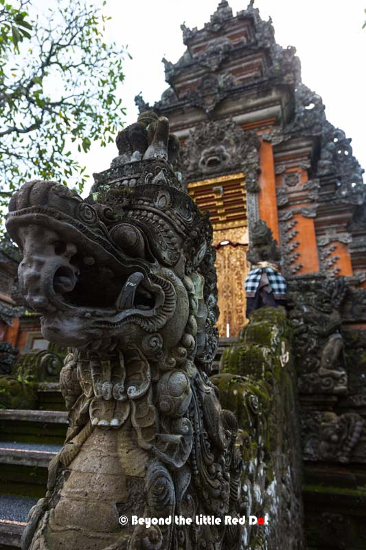 The guardian of the entrance to the temple gate.