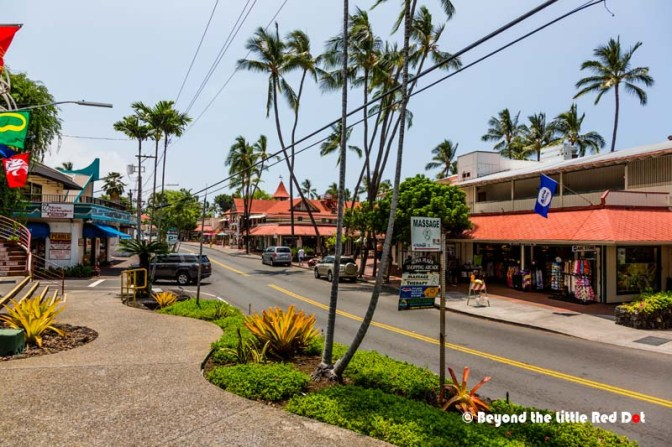 Ali'i Drive with shops, cafes and restaurants. Further down are also hotels and resorts. The day was really sunny and hot, and I wondering 'What hurricane?'