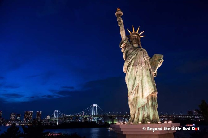 Does this look like you are in New York? Actually this is a replica of the Statue of Liberty but on a smaller scale. The Japanese call it the Goddess of Liberty and the bridge behind is the Rainbow Bridge in Odaiba.