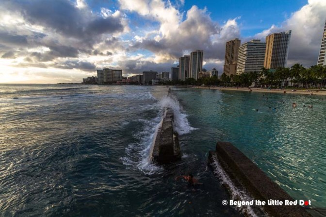 Waikiki Beach is famours for their long rolling break which makes it ideal for long boarding, tandem surfing and beginners. There are many surf schools along the beach where you can learn to surf.
